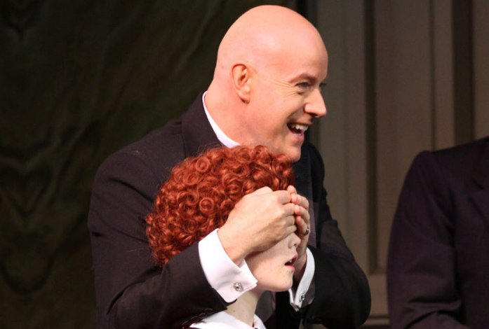 Daddy Warbucks covers the eyes of Little Orphan Annie - Eva Rinaldi Flickr CC